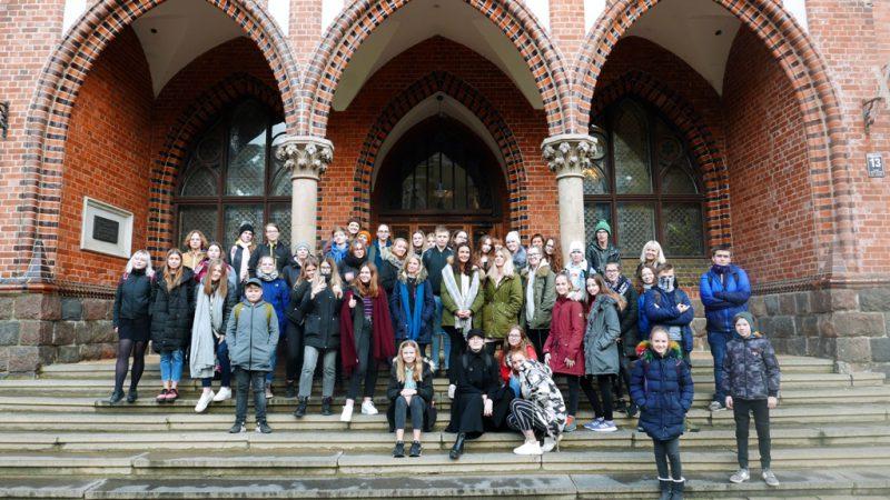 Pagājušajā nedēļā mūsu skolas 30V un 20V vecāko klašu audzēkņi devās mācību ekskursijā uz Rīgu. <a href=
